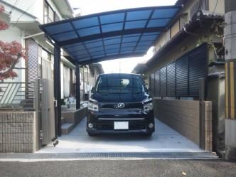 ブロックとフェンスを撤去し、駐車場に。