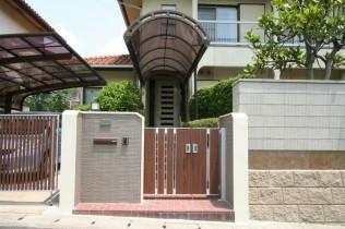新しい門扉とオーバーゲート