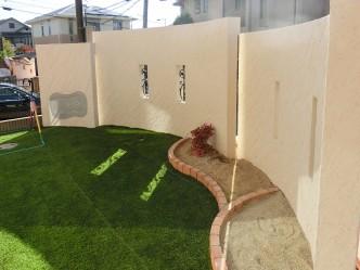 人工芝と砂場