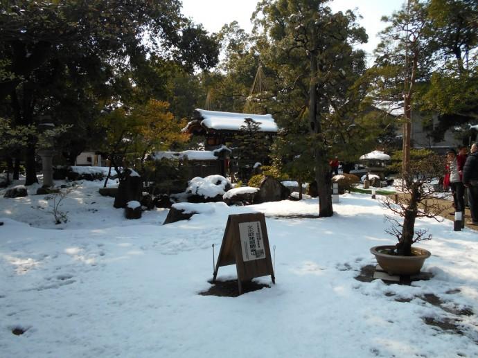 慶雲館の前庭