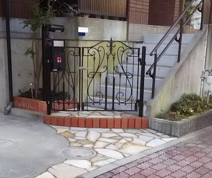 下りてきた時に安全です。