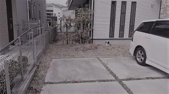 ガレージとお庭との区切りもイマイチで