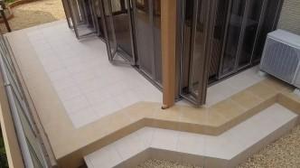 立水栓を残しながら、階段を作りました。