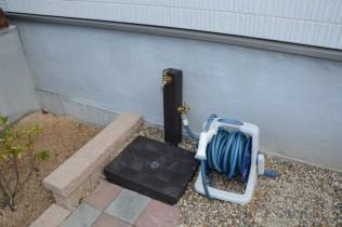 散水を立水栓にすることで使い勝手をアップしました