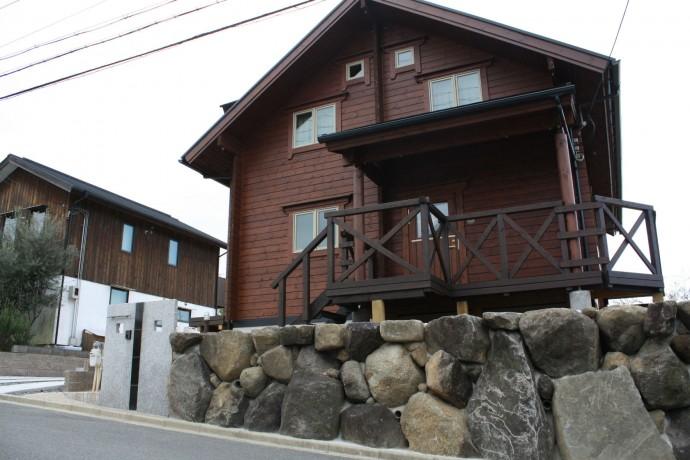 玄関前の生駒石の崩れ積み