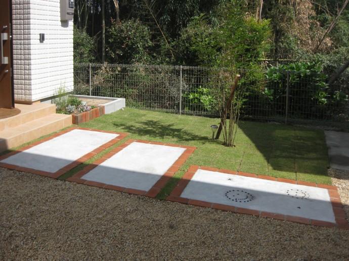 レンガの色と信楽砂利と芝生の色がGOODです。