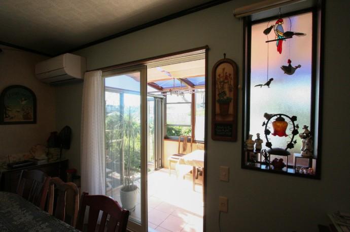 出窓を拡げることでガーデンルームを実現