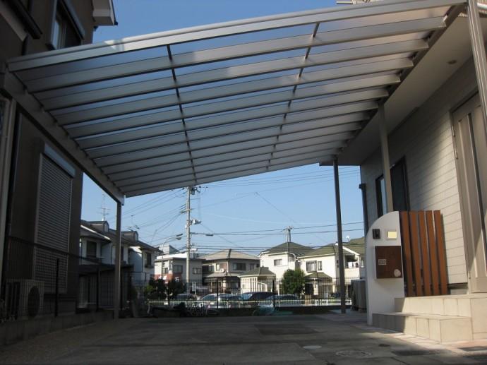 大型テラス屋根を設置。