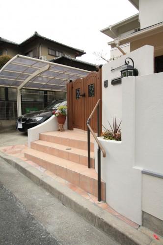 門扉を斜めにすることで門前スペースを確保